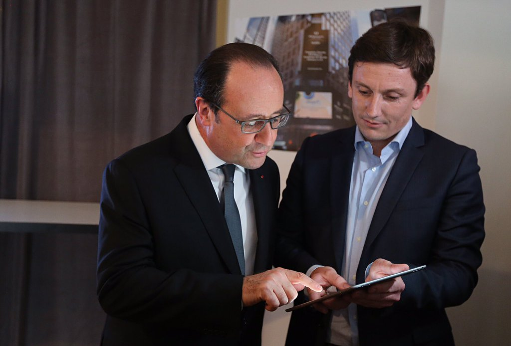 francois-hollande-using-peopledoc.jpg